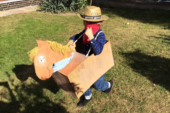 Yee-haw: Ein Pferd basteln aus Pappkarton