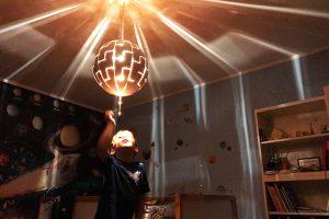 Kinderzimmer Weltraum Lampe