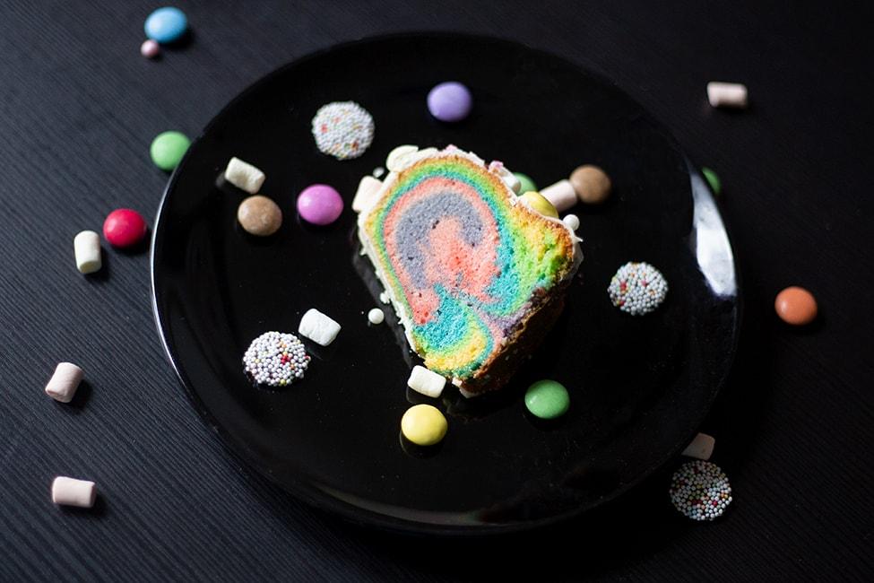 Rezept: ein kunterbunter Regenbogenkuchen