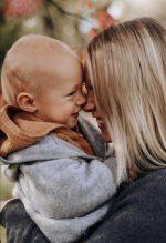 Svenja Holtmann und Baby Carlo