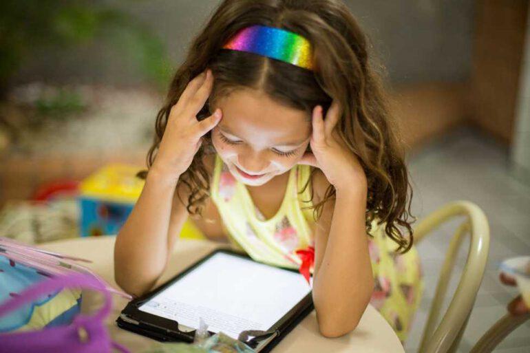 Eltern Medien Beratung AKJS Brandenburg Kitas Schulen