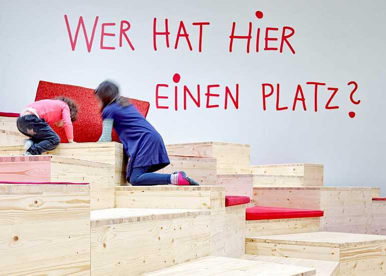 humboldt forum berlin ausstellung familie nimm platz kinder
