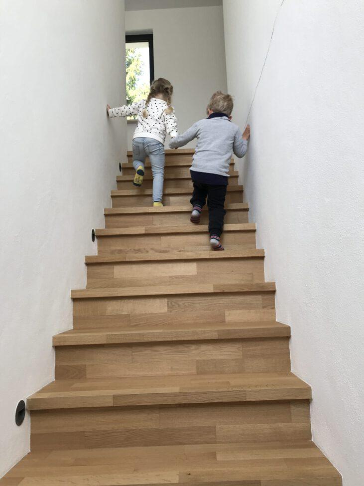 Hausbau Familie Kinder Haus bauen