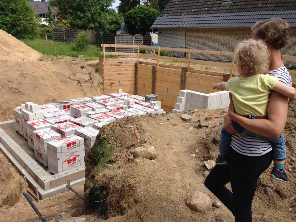 Hausbau Familie Kinder bauen